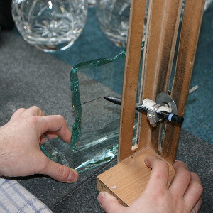 Making a line on the glass to ensure the glass sandblasting stencil is parallel.